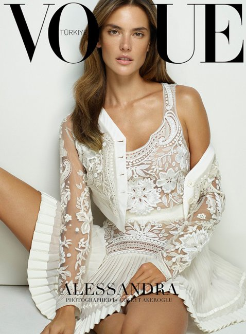 Vogue Turkey весь в белом