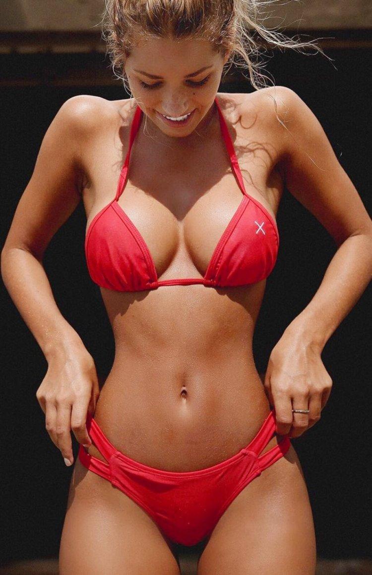 спортивные секси девушки в купальниках-бг3